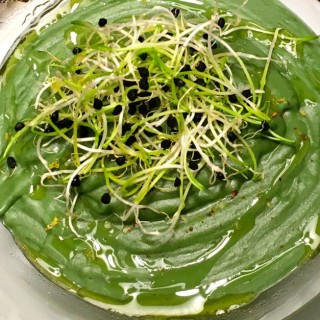 Romanesco creamy soup with kale and spirulina
